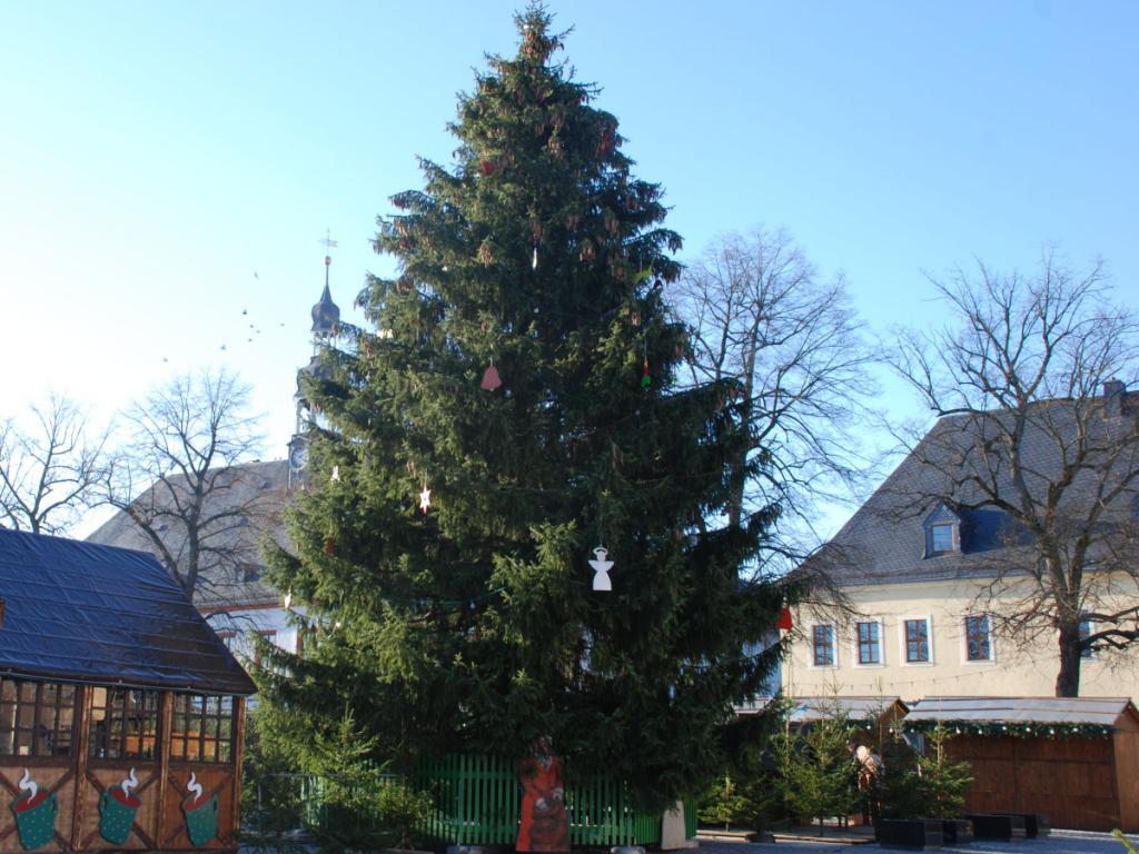 Weihnachtsbaum auf dem Marienberger Weihnachtsmarkt